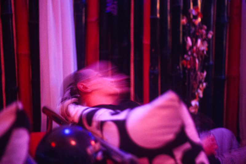 Antoine d'Agata, photographe, My Heart Pub, Phnom Penh, Cambodge, décembre 2008