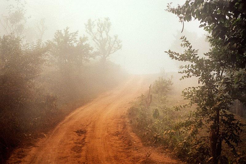 Chemin élargi en piste pour jeeps entre Tumlingtar et Khandbari, district de Sankhuwasabha, Népal, 2007